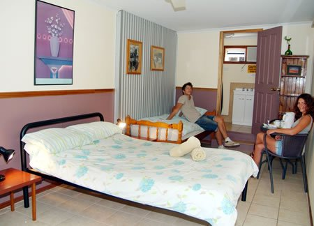ensuite-twin-room-backpackers-hervey-bay